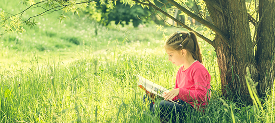 littlegirleundertree560x250
